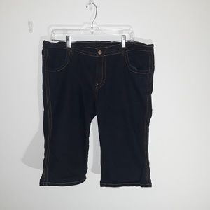 Woman Capri shorts